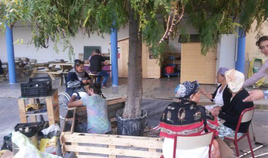 Atelier jardinage habitat d'urgence de femmes avec Jean Matelot
